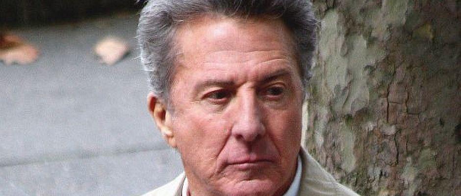 Statt eines Fotos von Dustin Hoffman hätte hier auch der verstorbene Alec Johnson abgebildet sein können.