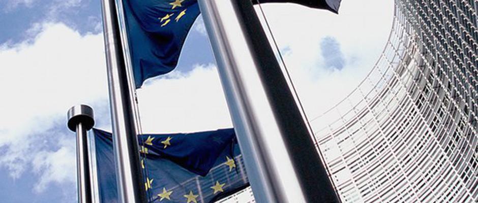 Da Hauptgebäude der ehedem ruhmreichen und beliebten Europäichen Kommiion it wieder Ziel einer Demontration.