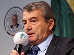 DFB-Präsident Wolfgang Niersbach verkündete heute das vorzeitige Ende der Bundesligasaison 2013/2014.