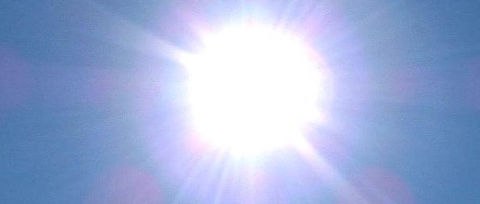 Darf auch in diesem Sommer wieder über Deutschland scheinen: Die Sonne (hier in einer Archiv-Aufnahme von 2003). Bis zuletzt war nicht klar, ob der Sommer in diesem Jahr wieder den Zuschlag erhalten würde. Konkurrenz soll es angeblich auch von drei weiteren Jahreszeiten gegeben haben.