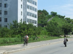 Unübersehbar: die Ausländer verstopfen zunehmend die Straßen in Nordkorea.