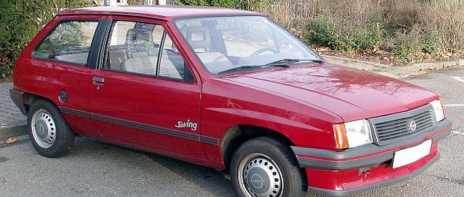 Optisch auf den ersten Blick kaum von einem gewöhnlichen Auto zu unterscheiden, handelt es sich bei diesem Objekt um eine Zeitmaschine, an der vier Jahre lang gebaut wurde und mit der man die Gegenwart bereisen kann.