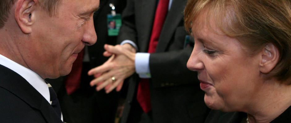 Grund zur Freude auf beiden Seiten: Vladimir Putin und Angela Merkel haben im Alleingang die Welt gerettet.