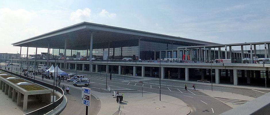 Kaum zu glauben, aber über den Flughafen BER soll gestern ein Passagierflugzeug geflogen sein.