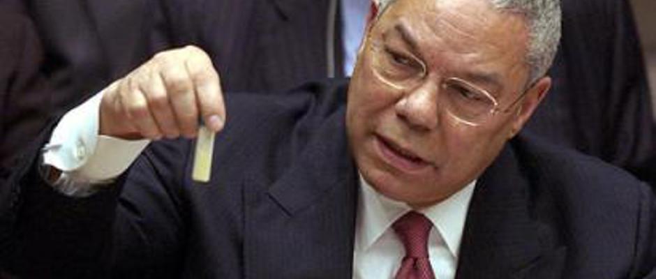 Colin Powell in seinem Element: mit Hingabe präsentiert er Beweise.