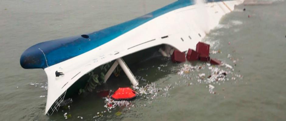 """Kaum zu glauben: der Kapitän und große Teile seiner Crew haben die Havarie der Fähre """"Sewol"""" überlebt - dank der Kapitänsschule von Francesco Schettino"""
