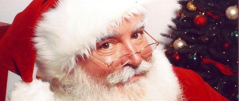 So zufrieden wie auf dieser Archivaufnahme von 1972 ist der Weihnachtsmann schon lange nicht mehr. Wie er über einen Sprecher mitteilen ließ, hat er den Glauben an die Kinder verloren.