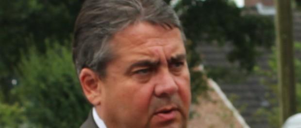 Sigmar Gabriel muss eigenen Angaben zufolge jeweils als Minister, als Abgeordneter und als Parteichef essen.