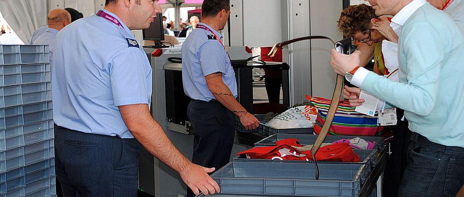 Bisher waren Sicherheitskontrollen sehr zeitaufwendig. Zukünftig soll es deutlich schneller gehen, da die Kontrolleure nur noch ein Stetoskop benötigen, um zu entscheiden, wer mitfliegen darf oder nicht.