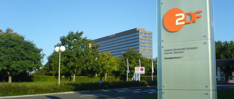 Das Zweite Deutsche Fernsehen (ZDF) steht im Verdacht, die deutsche Geschichte massiv manipuliert zu haben.