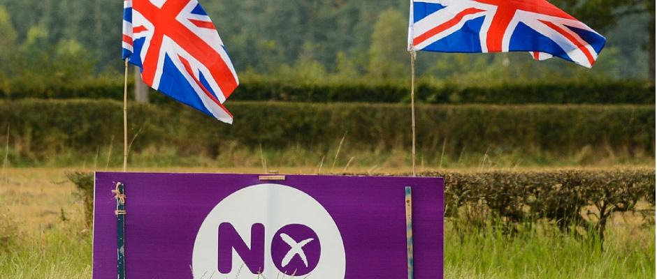 """Für viele Schotten etwas zu deutlich: das Wort """"No"""" in Verbindung mit der Flagge Großbritanniens."""