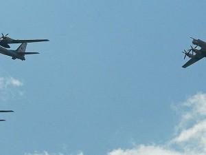 Ein wunderschönes Bild zeichnete sich in den vergangenen Tagen am europäischen Himmel ab: Russische Kampfflieger ziehen gen Westen.