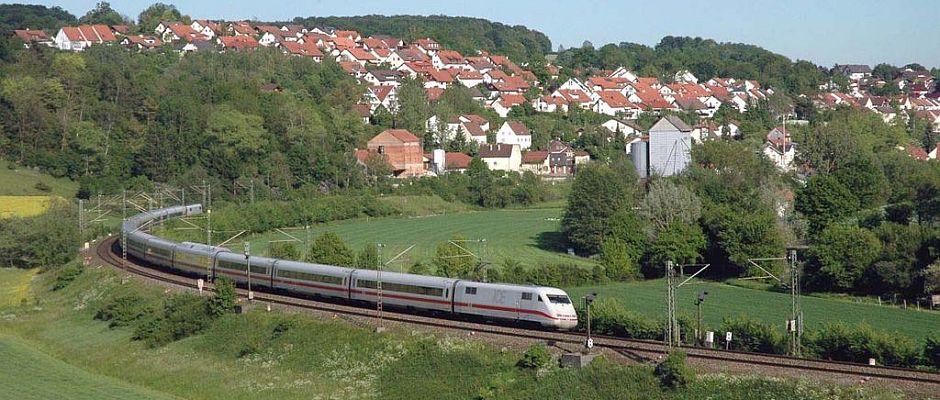 Ein ICE auf dem Weg von Mannheim nach Nürnberg.