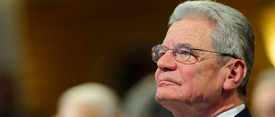Hat er eine Doktorarbeit geschrieben? Und wenn ja, hat er dabei geschummelt? Bundespräsident Joachim Gauck.