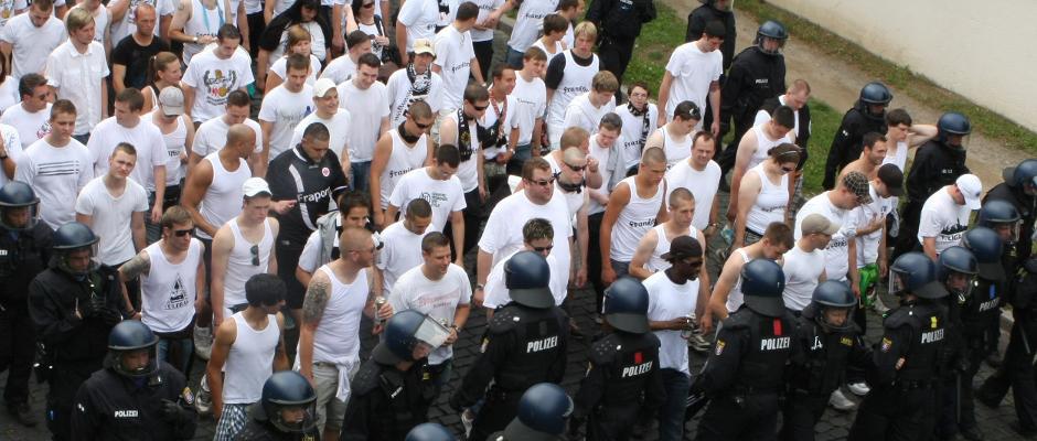 Deutsche Hooligans klagen über unerträgliche Denk-Schmerzen (Symbolbild).