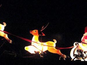 So wie in dieser von EZ-Redakteuren nachgestellten Szene stellen sich viele Kinder den Weihnachtsmann auf seinem Schlitten vor.
