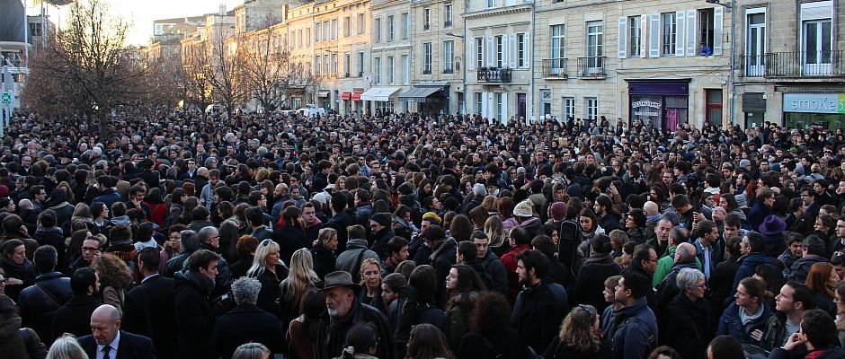 Unter den Millionen Trauermarsch-Teilnehmern befanden sich auch etliche Politiker wie Merkel (hinten links), Netanjahu (mitte), Poroschenko (rechnts neben Merkel) und Matteo Renzi (nicht im Bild).