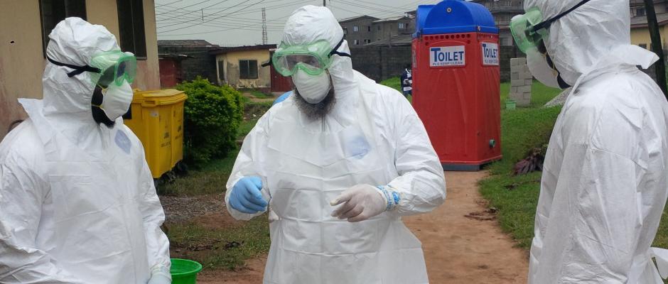 Hilfskräfte aus Guinea bereiten sich auf einen Einsatz in einem der europäischen Krisengebiete vor. Hier in einem Vorort von Dessau.