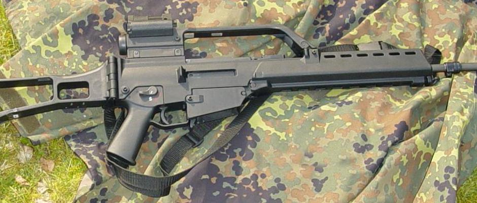 Auch Sturmgewehre des Typs G 36 werden wieder in das Kampfgebiet geliefert.