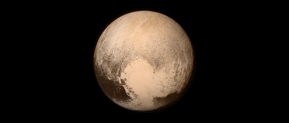 Deutlich zu erkennen: Größer als ein paar cm ist der Zwergplanet Pluto nicht.