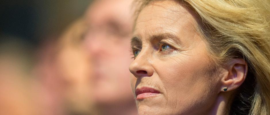Ertappt: Ursula von der Leyen plagiiert fröhlich bei einem ihrer Amtsvorgänger.