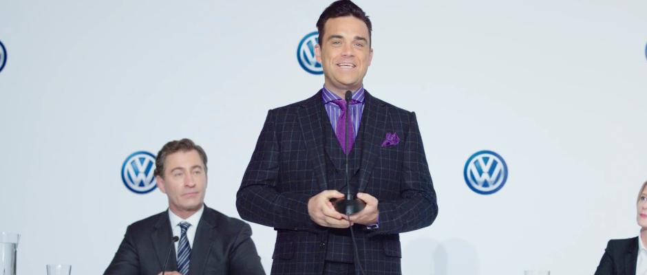 Freut sich auf seine neue Aufgabe und wird VW aus der Krise führen: Robbie Williams.