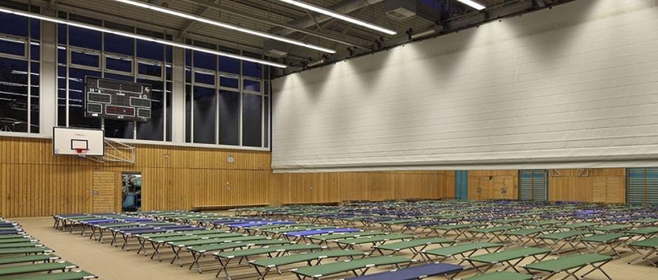 In Turnhallen wie dieser werden derzeit Flüchtlinge untergebracht.