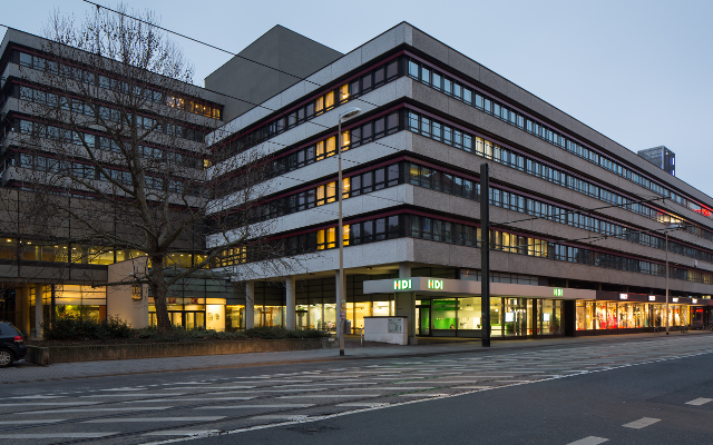 """Furchtbar...""""Office building Deutsche Bahn Joachimstrasse Mitte Hannover Germany 02"""" by Christian A. Schröder (ChristianSchd) - Own work. Licensed under CC BY-SA 4.0 via Wikimedia Commons)"""