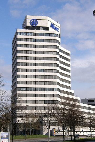 """Hannover Koenigsworther Platz 05"" by Ra Boe - selbst fotografiert SP-550 UZ. Licensed under CC BY-SA 2.5 via Wikimedia Commons"