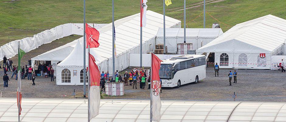 Die Vorbereitungen laufen. In einem Monat sollen die prominenten Teilnehmer in dieses Kölner Flüchtlingscamp einziehen.