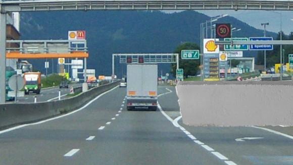 So wie auf dieser vom Verkehrsminister höchstpersönlich erstellten Fotomontage soll die Mauer auf der Ausfahrt in etwa aussehen.