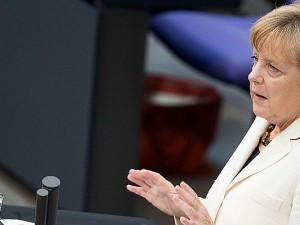 Auf dem ersten Blick nicht zu erkennen, doch Angela Merkel ist tatsächlich 1,8 cm zu klein für das Bundeskanzleramt.