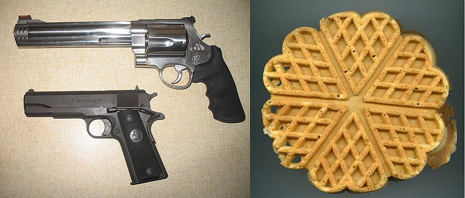 Auf den ersten Blick nur voneinander zu unterscheiden: Links: Waffen. Rechts: Eine Waffel.