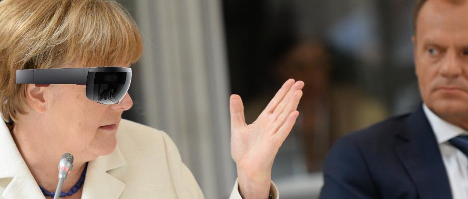 Merkel trug die VR-Brille Hololens von Microsoft regelmäßig, wie hier beim Gipfel im August 2015 (rechts: EU-Ratspräsident Donald Tusk).