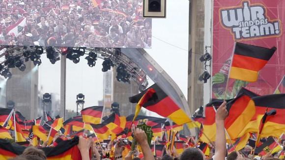 Ein kleiner Teil der Bundestrainer verfolgte das Spiel gestern am Brandenburger Tor.