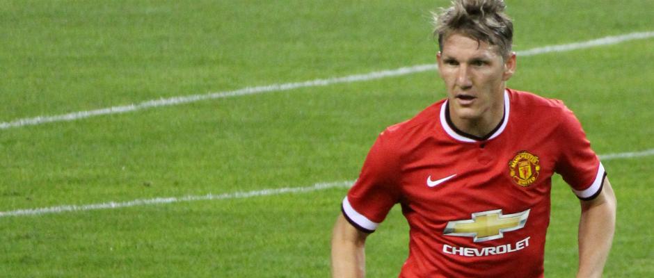 Ein seltenes Bild: Bastian Schweinsteiger steht für Manchester United auf dem Platz.