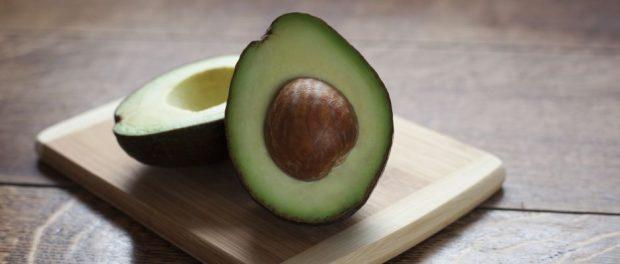 Besteht aus drei Avocadobüffelherzen: Eine Avocado.