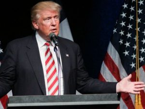 Wer Präsident wird, schafft auch das: Donald Trump will Astronaut werden.