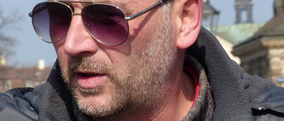 Hat zum Schutze seiner Frau bereits freiwillig das Land verlassen: Der Mann Lutz Bachmann.