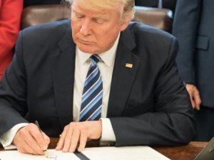 Na, was richtet er jetzt schon wieder für einen Schaden an: US-Präsident Donald Trump