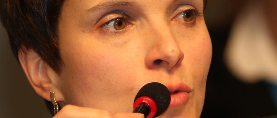 Nette Geste: Höcke-Flügel bietet Frauke Petry nach Parteitag zur Versöhnung Mutterkreuz an