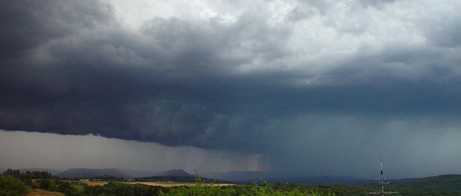 So in etwa stellen sich führende Meteorologen dieses Wochenende in weiten Teilen Deutschlands vor.