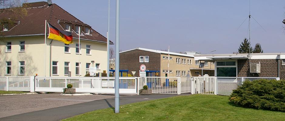 In solchen Siedlungen, Kasernen genannt, will der Innenminister künftig alle Soldaten der Bundeswehr unterbringen lassen.
