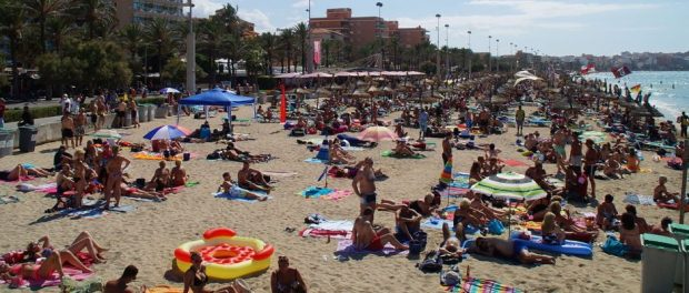 Vieler Mallorca-Urlauber leiden derzeit unter der Hitze.