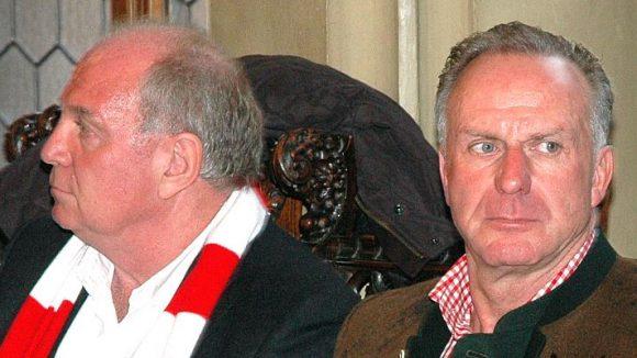Von nun an ohne Trainer: Bayern-Boss Rummenigge (rechts) verzichtet auf einen Nachfolger für Ancelotti.