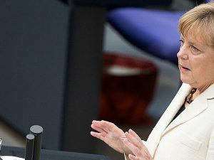 Will mit der Zeitumstellung verhindern, dass die letzten vier Wochen völlig umsonst gewesen waren: Angela Merkel.