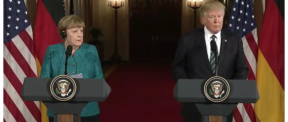 Holt sich Rat bei Donald Trump: Angela Merkel (links).