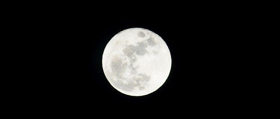 Deutlich zu erkennen: Der Mond muss eine Scheibe sein.